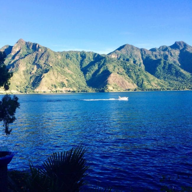 Vue du lac Atitlan-San Pedro la laguna-guatemala