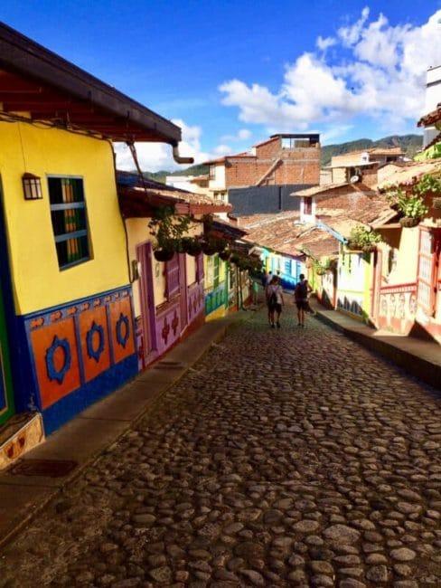 Rue de guatapé-colombie