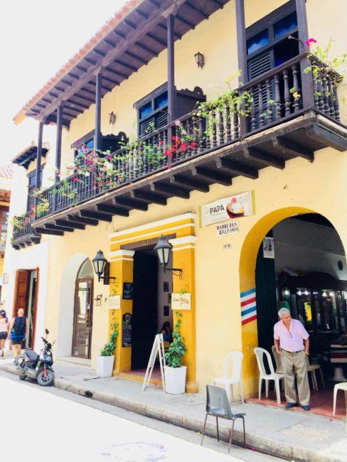 Carthagène - colombie - balcon - rue- couleurs - jaune