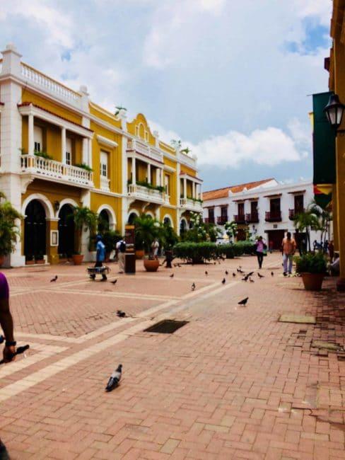 Colombie - carthagène - monuments - couleur - rues
