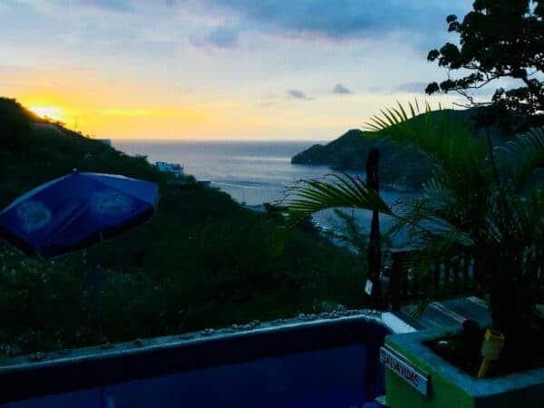 Couché de soleil - piscine - vue - taganga - colombie - côte caraïbe