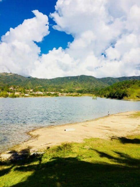 Lac-vue-guatapé-colombie