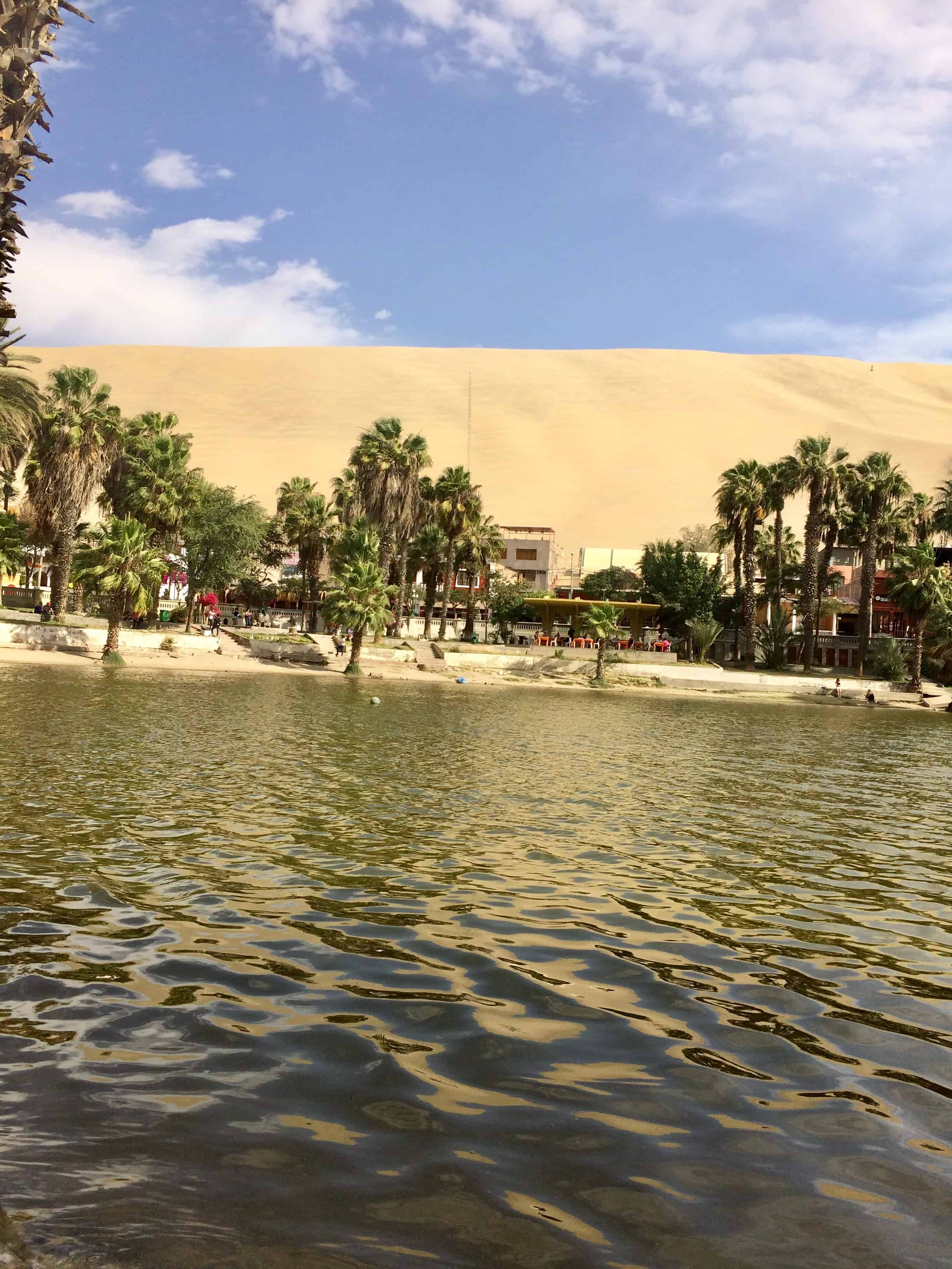 Huacachina-village-ica-perou-sable-mirage