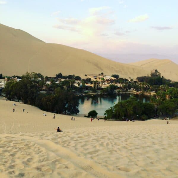 Huacachina-village-ica-perou-sable-mirage