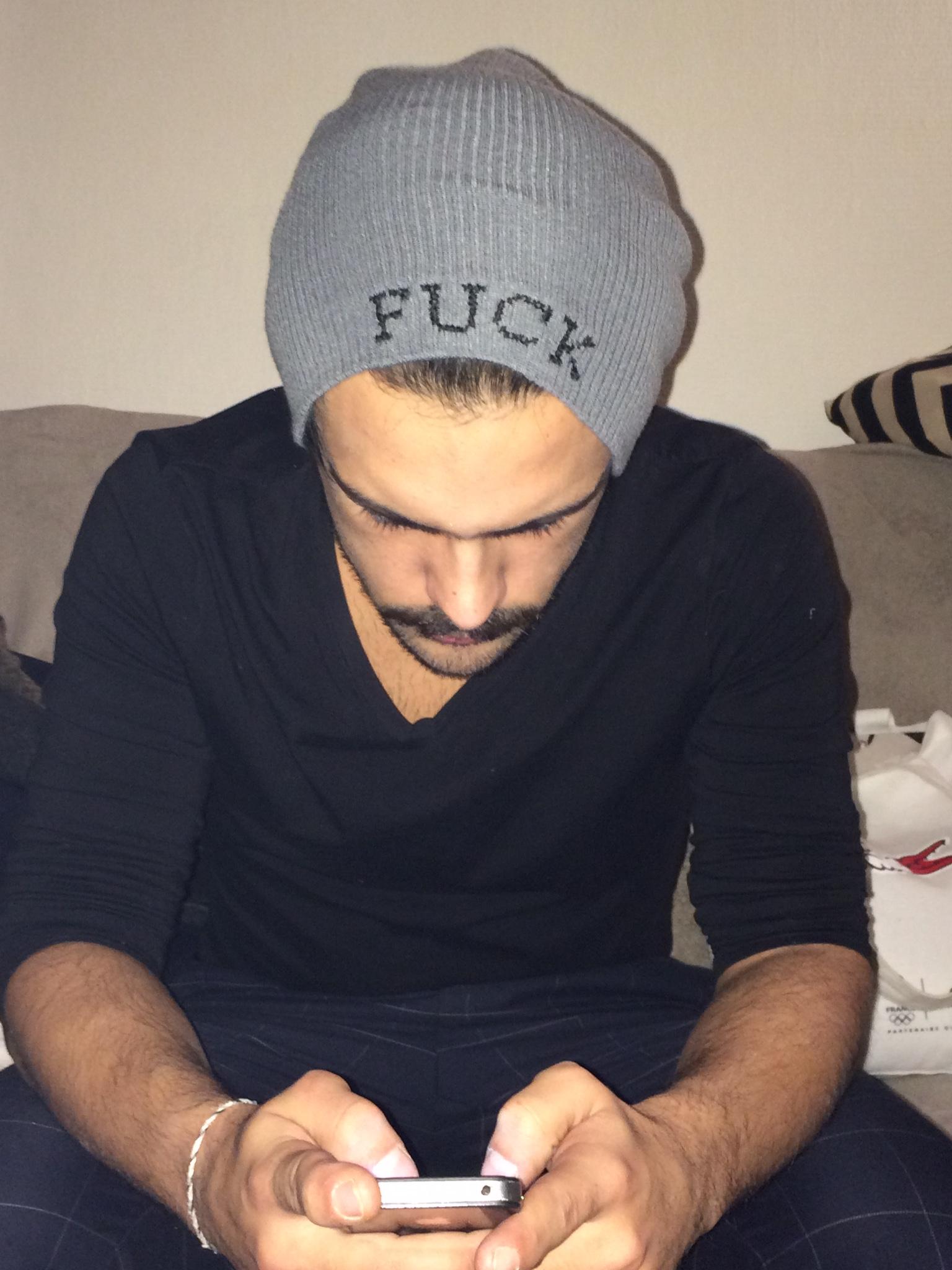 Point de croix-bonnet-broderie-fuck