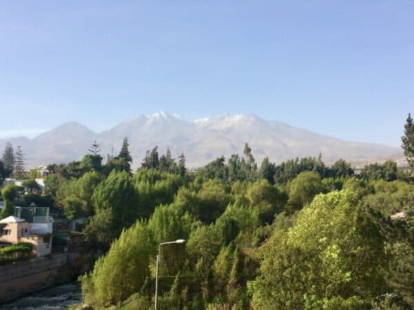 Place-arequipa-perou-palmier-volcan