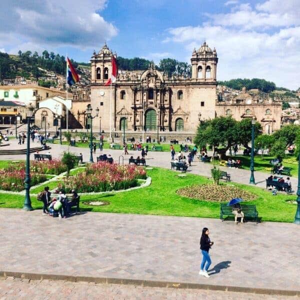 Cathédrale-Cusco-Perou-machu picchu-ville-place-arbre