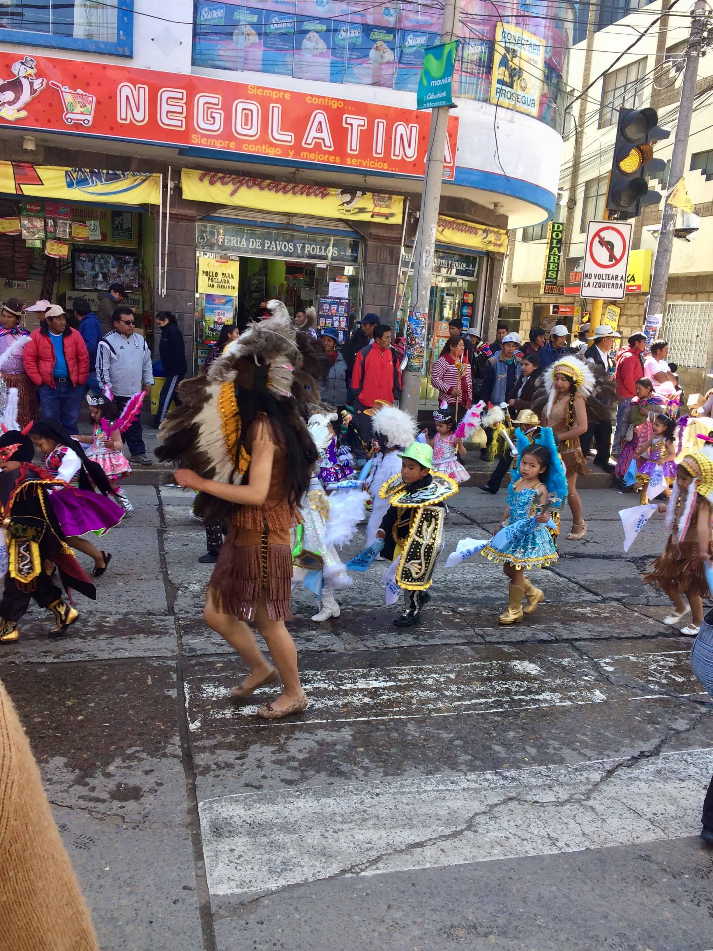 Puno-perou-folklore-costume-lac-titicaca