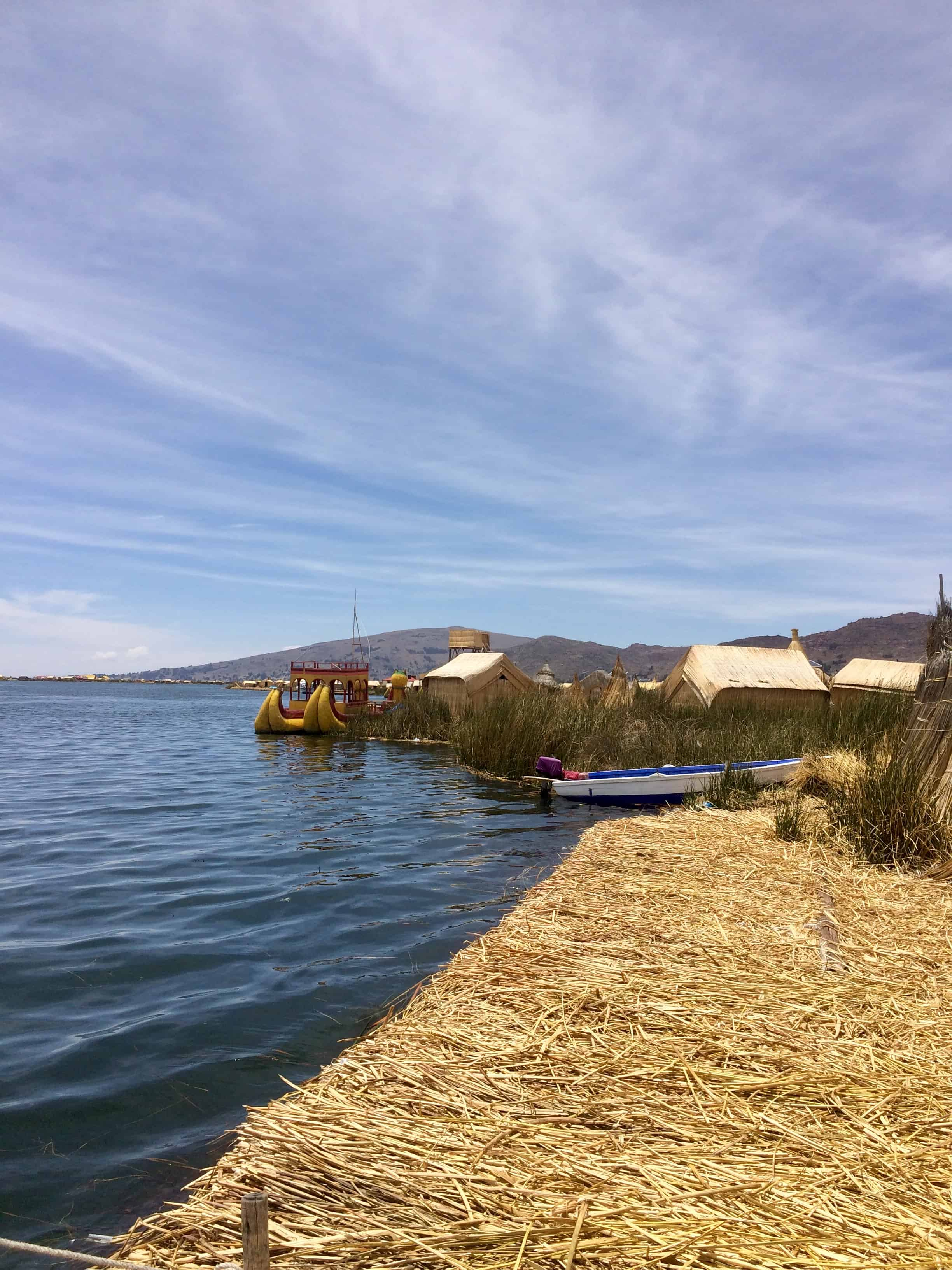 Uros-iles-puno-lac-titicaca